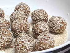 Energy Balls Recipe With Dates - Paleo Energy Balls