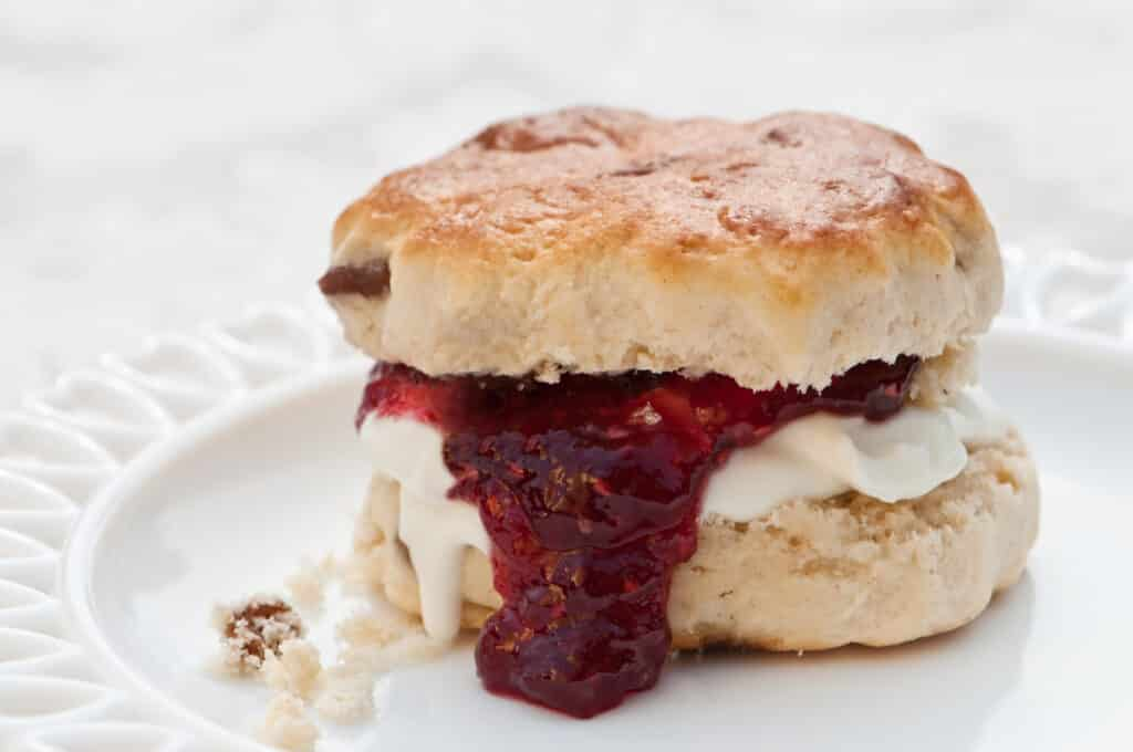 How to make an easy scone recipe in the uk
